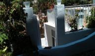 Reparación de columna derecha con cemento, pintura de todo en blanco